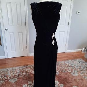 Tadashi black long sleeveless velvet evening dress
